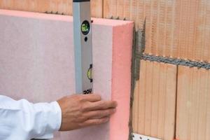 XPS-Platten sind sehr verottungs- und feuchtebeständig und eignen sich dadurch hervorragend als Dämmstoff für erdberührte Bereiche<br />