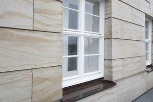 Massiver Sandstein aus dem historischen Steinbruch ... 24 cm Steinstärke vor Beton und weiterem Wandaufbau. Die Fenster Kastenfenster: außen a la Historie, drinnen Dreifachverglasung für effektiven Wärme- und Schallschutz<br />