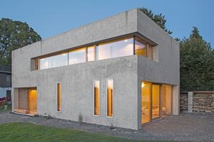 """Das Haus der Familie Nickel-Bernhardt besteht außen aus Dämmbeton ...<span class=""""bildnachweis"""">Fotos: InformationsZentrum Beton / Darko Todorovic</span>"""