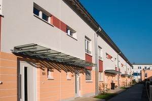 Eine mit Carbonfasern verstärkte Armierungsmasse schützt das WDV-System am Sockel dieses Gebäudes<br />