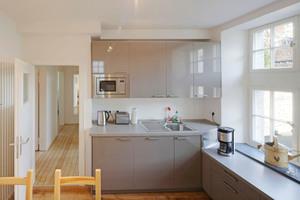 Blick in die Küche der Ferienwohnung direkt über der Tordurchfahrt