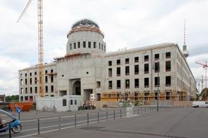 Rohbau des Berliner Schlosses Anfang Juni: Die Kuppel ist zwar noch nicht ganz fertig, von weitem aber schon gut zu erkennen