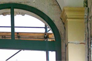 Fenstergewände und Sturz in der Bogenhalle nach der Sanierung …