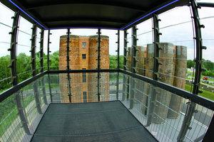 Ausblick von einer der beiden Glaskanzeln auf die benachbarten Biotürme