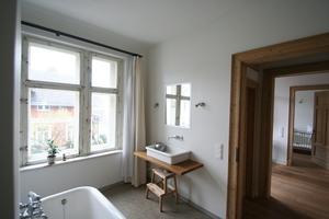 Badezimmer der Wohnung im ersten Obergeschoss<br />