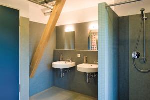 Die Nassräume wurden mit bodengleichen Duschen ausgestattet. Der Ausbau erfolgte mit wasserfesten Leichtbetonbauplatten<br />
