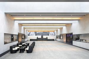 Vom neu errichteten Foyer aus gelangt man in die Ausstellungsräume des Museums<br />