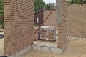 """Die Ziegelwände wurden von innen mit Holzfaserplatten gedämmt<span class=""""bildnachweis"""">Foto: Brunzel Bau</span>"""