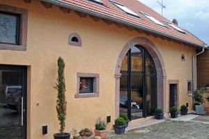 Mit Kalkputz gestaltete Hausfassade<br /><br /><br /><br />