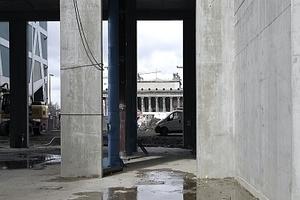 Die Durchwegung mündet auf der Nordseite in Portal IV mit Blick auf Schinkels Altes Museum