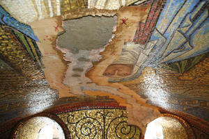 Riss im Deckenmosaik des Aachener Doms<br />Fotos: RWTH Aachen