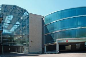 """Die von 1927 bis 1929 erbaute """"Großgarage Süd"""" in Halle/Saale ist eines der ältesten Parkhäuser Deutschlands. Nach der Sanierung führt eine spiralförmige Rampe anstelle eines Aufzugs zu den Parkebenen hinauf<br />Foto: Sika<br />"""