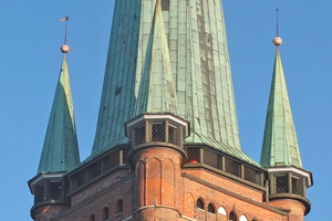 Der Turm von St. Petri gehört zu den bekannten sieben Türmen der Hansestadt. Die Besucherplattform in 50m Höhe bietet Ausblicke auf die Altstadt und ins Umland bis hin zur Ostsee Foto: Nina Greve