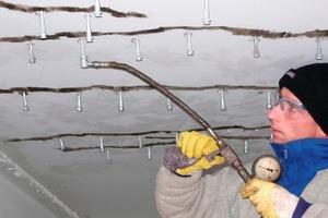 Kraftschlüssige Rissinjektion mit Epoxidharz in der Parkhaussanierung  Foto: TPH Bausysteme<br />