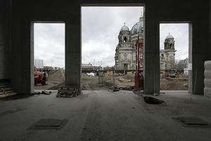 Durchblick von der Baustelle aus auf den Dom<br />