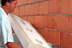 Die Qualität eines WDVS wird meist über Dicke und Beschaffenheit des Dämmstoffs bewertet. Die Putzschale jedoch ist es, die einem WDVS eine langlebige Funktionalität ermöglicht, weil sie Dämmstoff und Mauerwerk vor Umwelteinflüssen schützt<br />Foto: Baumit<br />