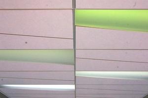 Rautenförmige Deckenplatten lassen sich gut mit Lichtelementen kombinieren<br />