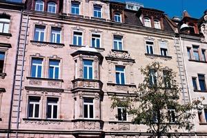 """Das viergeschossige Rückgebäude eines Wohnhauses in Fürth (""""HOC – Fürth"""") wurde mit dem neuen aufsprühbaren Innendämmsystem Renocell gedämmt<br />"""
