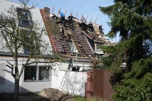 Dachdeckung und Einbau der Dachflächenfenster auf dem Altbau<br />