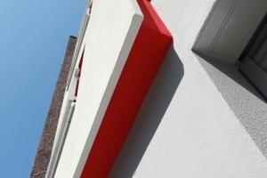 An der Fassade ergeben sich durch die Trockenbauweise mit zementgebundenen Bauplatten spannende Details