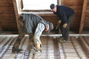 Befestigung der Bügel und der Bewehrung auf den Holzbalkendecken<br />