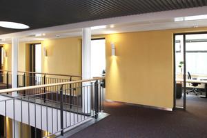Die Trennwand wird innenseitig zum Wandschrank – ausgebaut mit den Faay Trennwandmodulen VP54