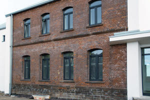 Um die historische Fassade des Bahnhofsgebäudes zu erhalten, wurde zur Wärmedämmung das Innendämmsystem TecTem verwendet<br /><br /><br /><br />