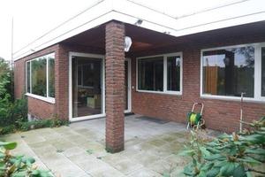 Von Anfang an öffnete sich der Bungalows mit großzügigen Fensterformaten zum Garten<br />