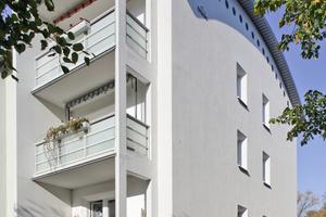 Rechts: Umbau und Sanierung machen aus den Plattenbauten in Neustrelitz moderne Gebäude mit Neubaucharakter<br />