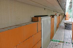 """Die Wendefenster bauten die Handwerker oberflächenbündig in die Außendämmung ein<span class=""""bildnachweis"""">Fotos (2): Schlagmann Poroton</span>"""