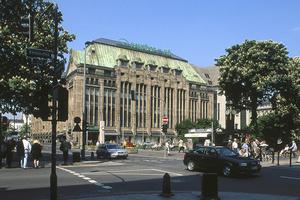 Der Kaufhof an der Kö von Josef Maria Olbrich ist eines der schönsten Warenhäuser Deutschlands. Im vergangenen Jahr wurde die Fassade umfassend restauriert
