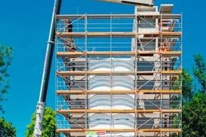 """Durch den hohen Vorfertigungsgrad konnte das Hochhaus binnen weniger Wochen errichtet werden<br /><span class=""""bildnachweis"""">Fotos: Huber &amp; Sohn</span>"""