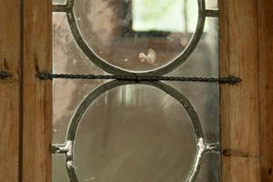 Den geschmiedeten Bändern in der Gutskapelle in Lüneburg steht die Bleiverglasung in nichts nach<br />