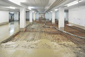 Mit wasserundurchlässigen Beton (WU-Beton) auffüllen