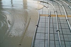 Aufgrund seiner hohen Wärmeleitfähigkeit eignet sich Fließestrich hervorragend für die Verlegung auf Fußbodenheizungen<br />