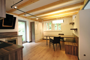 Im rechten Teil der Remise befindet sich im Erdgeschoss ein Küchenstudio<br />