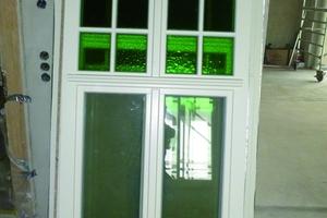 Die Sprossenaufteilung und das grüne Ornamentglas sämtlicher Fenster wurden weitestgehend der Originalausführung angeglichen
