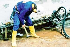 Zum Abschluss der Horizontalabdichtung wird die Restfuge mit mineralischem Mörtel mit Quellzusatz verpresst<br />