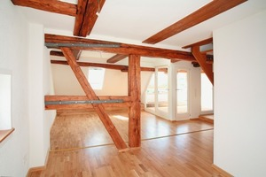 Blick in die Fünf-Zimmer-Dachgeschosswohnung mit Dachloggia im sanierten Heinlinschen Hof<br />