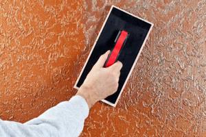 Schlussbeschichtung StoColor Metallic: Auftrag in lasierender Flecktechnik