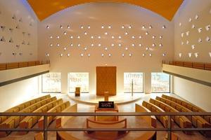 Die Kuppel der neuen Sy-nagoge in Bochum hat einen Durchmesser von etwa 15m, 4,50m Höhendifferenz sowie 44Abtreppungen. Sie besteht aus 126Einzelteilen