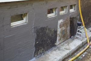 Freigeschachtete erdberührte Kellerwand einer Kindertagesstätte in Bergisch Gladbach
