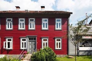 Der erste Preis in der Kategorie Historische Gebäude und Stilfassaden wurde 2009 für das Fassadenfarbkonzept dieses Wohn- und Geschäftshauses in Clausthal-Zellerfeld vergeben<br />