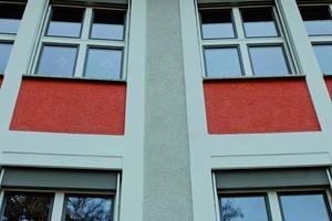 Südostfassade: Die Brüstungsausfachungen wurden in oxidrot, das Betonskelett in weiß und die Putzflächen zwischen den Betonskelettfeldern in lichtgrau angelegt<br />