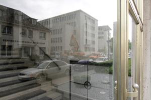 Spiegelung des Neubaus im Glas des Altbaus<br />