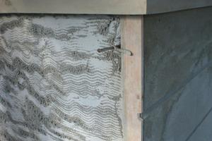 Den Putz für das Bossenmauerwerk führten die Handwerker mit Wärmedämmputz in einem Arbeitsgang aus<br />