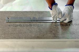 Position des Metallprofils auf der Plattenrückseite festlegen