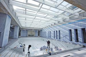 Rechts: Die Wände des Schwimmbads sind doppelt mit Gipsplatten beplankt