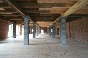 Im Zuge eines Umbaus erhielt das Erdgeschoss 1907 Stahlstützen<br />