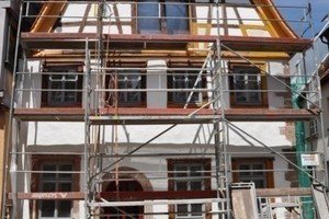Bauphase mit Gerüst